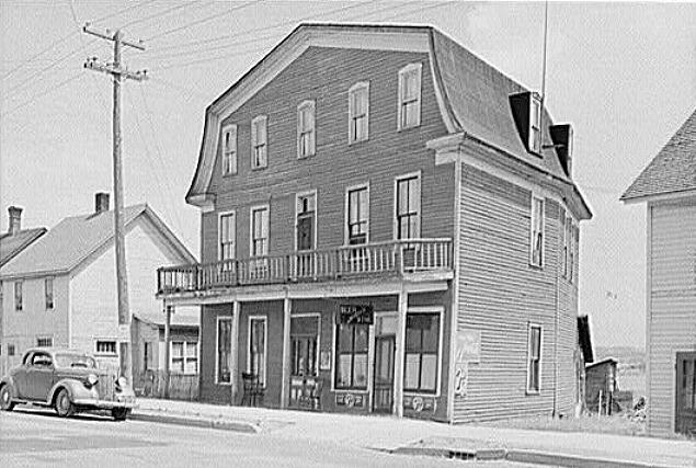 1940 S Picture Of The Old Honeymoon Hotel In Baraga 4